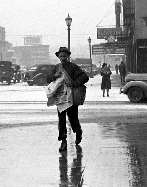 471px-Newsboy_iowa_city_1940